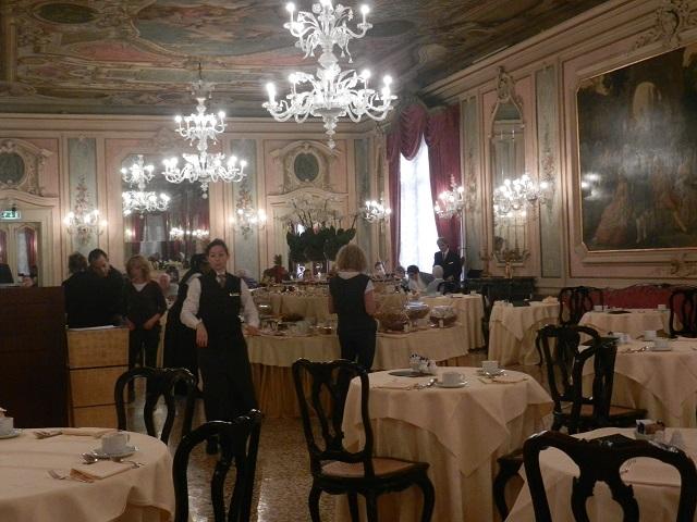 Luna Baglioni Hotel Breakfast Room