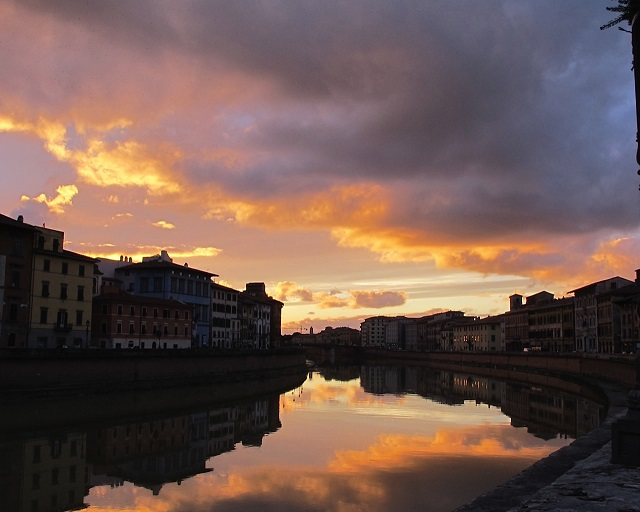 Photo by Judy Witts Fabulous sunset on the Arno River- Pisa