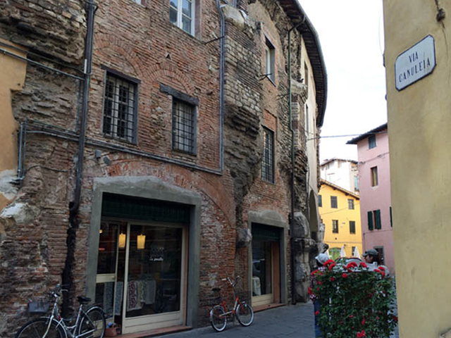 Lucca Roman Wall Photo by StudentessaMatta