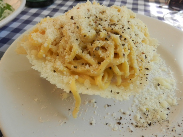 Cacio e pepe Photo by Margie Miklas