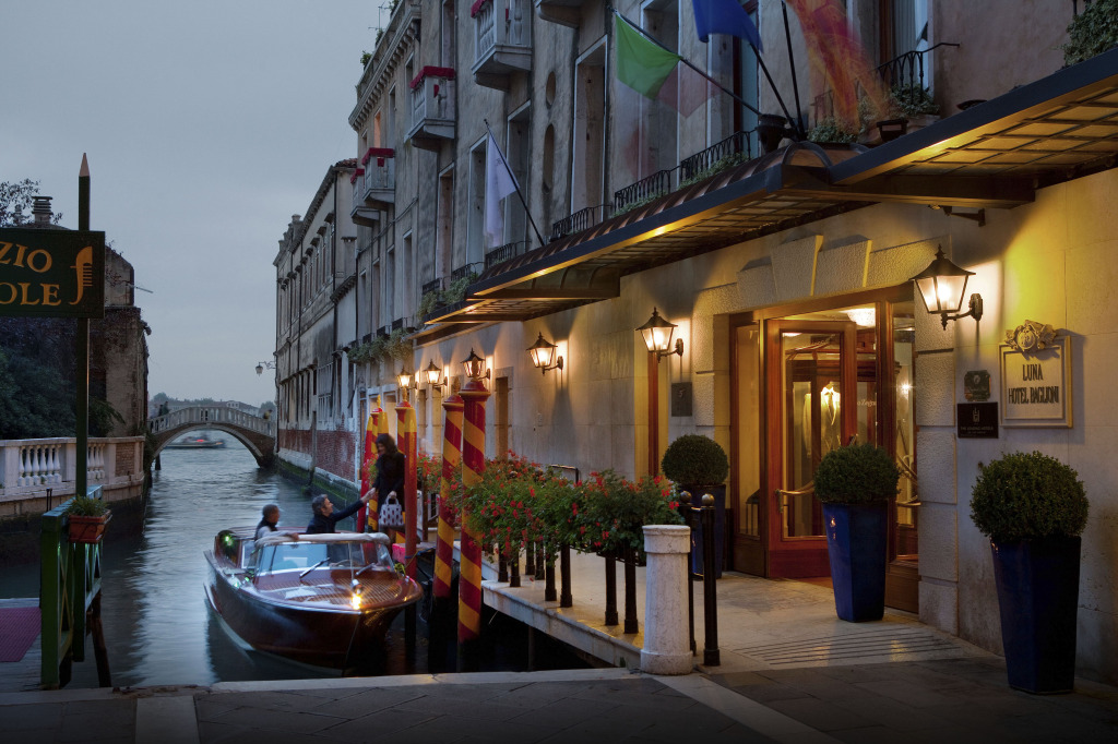 Official photo of Baglioni Hotels -  Baglioni Hotel Luna  entrance