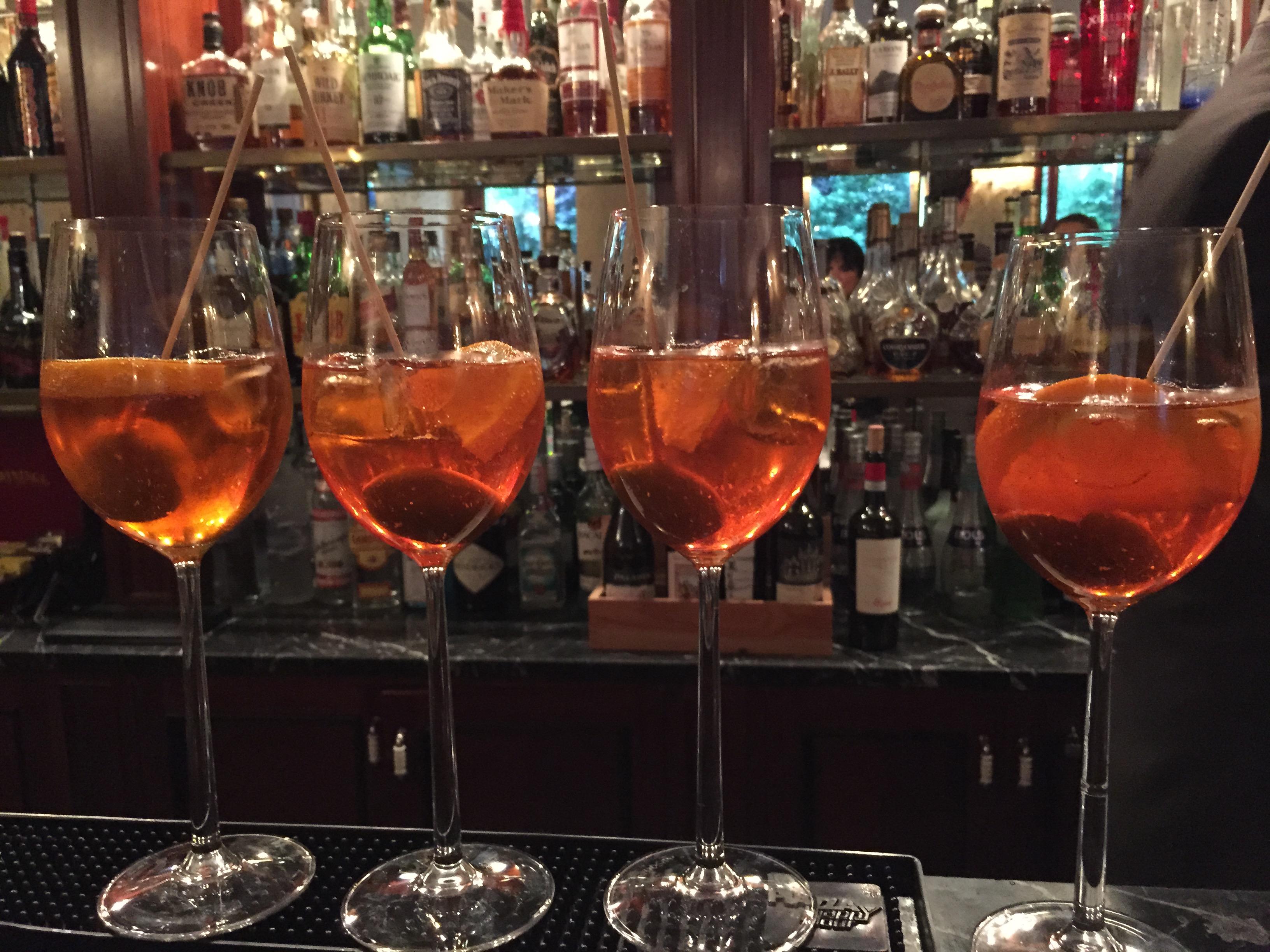 Un delizioso aperitivo a baglioni hotel luna di venezia for Bicchieri aperol spritz