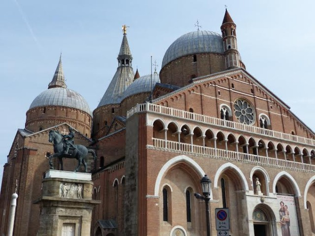 Basilica Saint Anthony in Padua Photo by Dera Kolkka