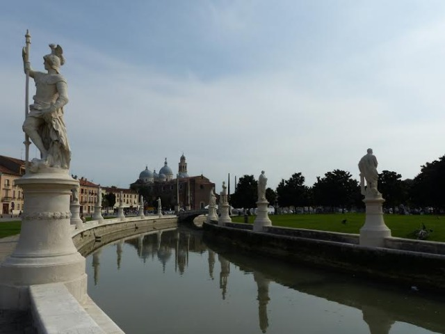 Prato della Valle Photo by Debta Kolkka Padua