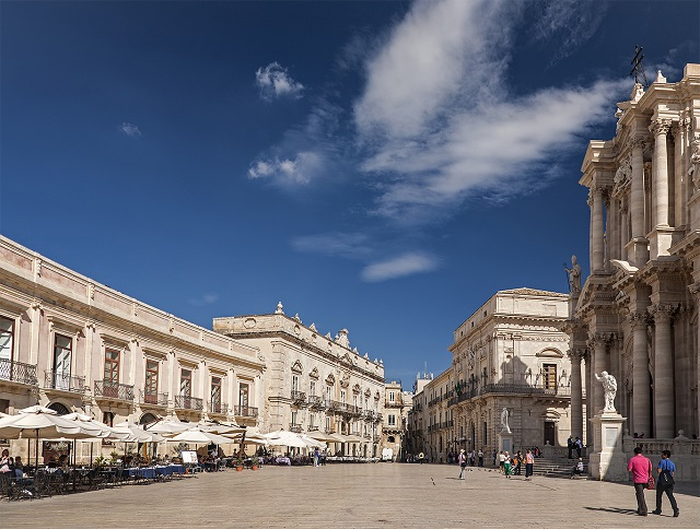 Piazza del Duomo, Syracuse, Sicily Photo by Michal David