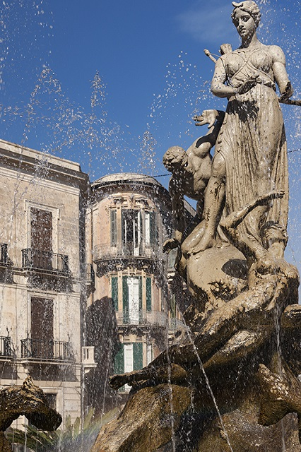 The Diana Fountain, Piazza Archimede, Syracuse, Sicily Photo by Michal David