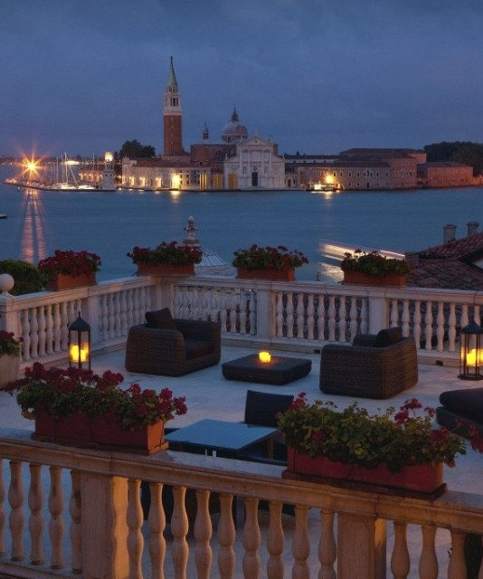 Photo by Baglioni Hotels IMMAGINE_GIFTBOX__Baglioni_Hotel_Luna_San_Giorgio_Terrace_night-570x683.jpg Dream Tour