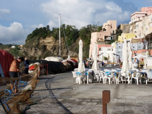 Repairing nets - a daily activity on Procida