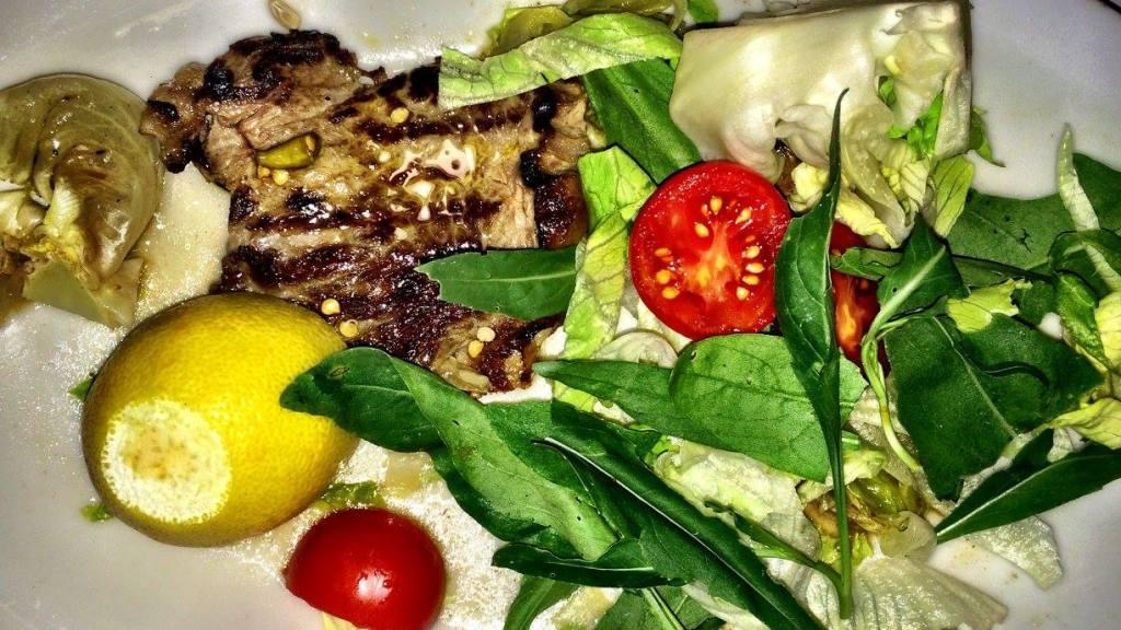 Entrecote con insalata di giardino pugliese