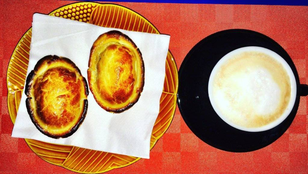 pasticciotto with cappuccino for breakfast Photo by https://www.instagram.com/buona.forchetta/