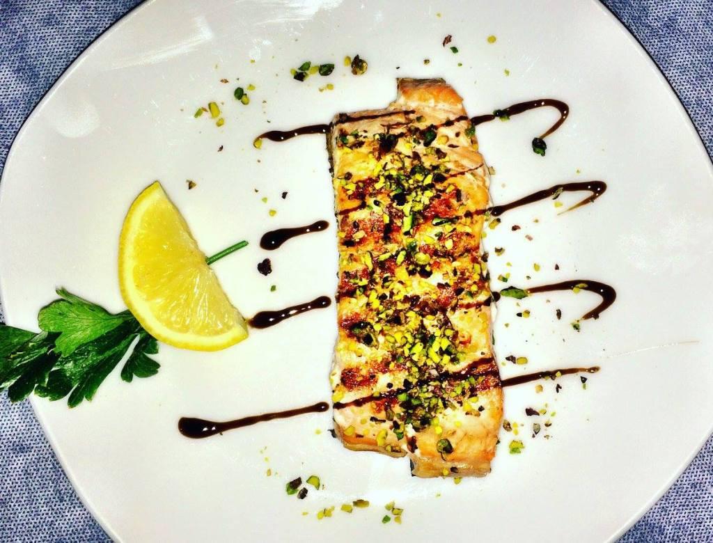 Salmon with pistachio Photo by https://www.instagram.com/buona.forchetta/
