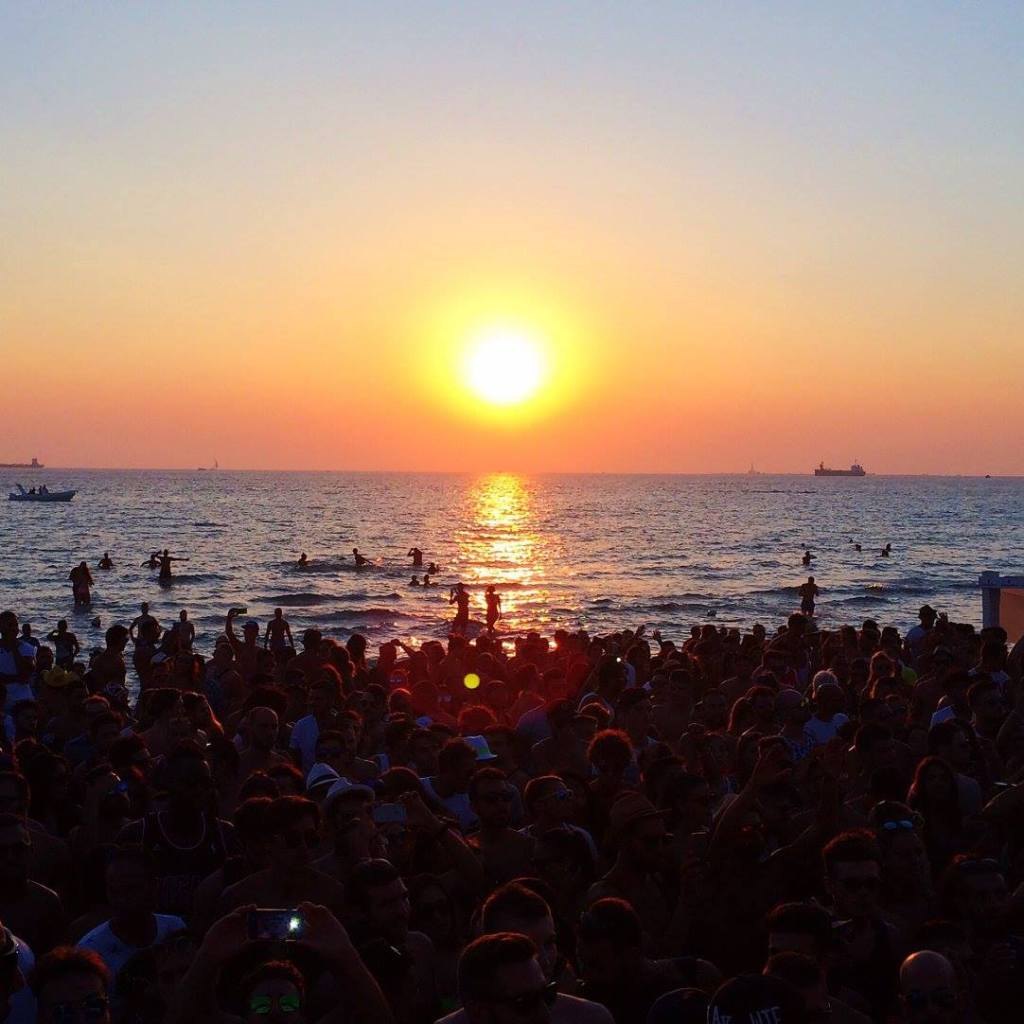 Sunset at Samsara Beach Photo by https://www.instagram.com/buona.forchetta/