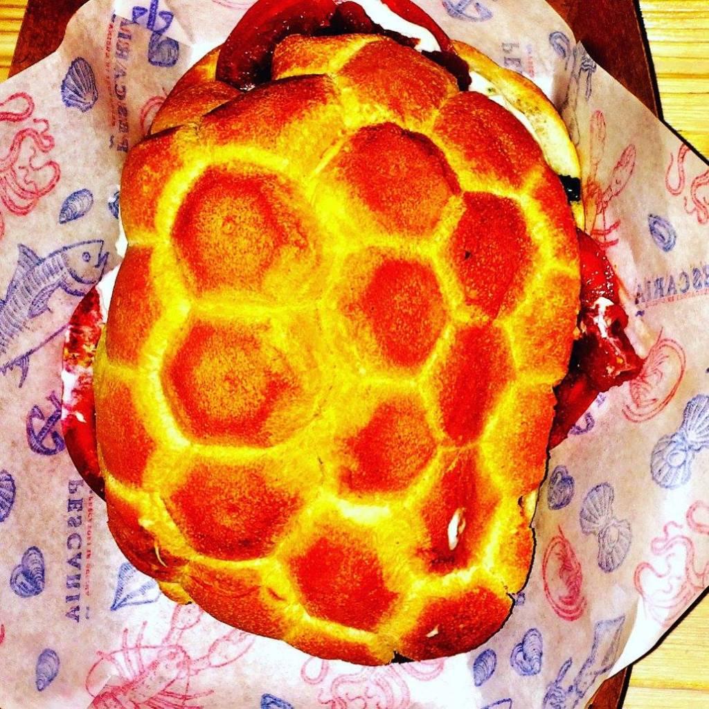 Pescaria sandwich Photo by https://www.instagram.com/buona.forchetta/